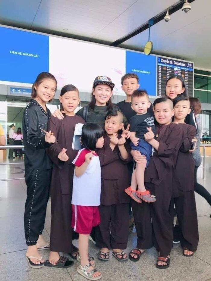 Nghệ sĩ Việt nhận con nuôi: Người nở mày nở mặt, kẻ khiến cha 'thân bại danh liệt' - Ảnh 6