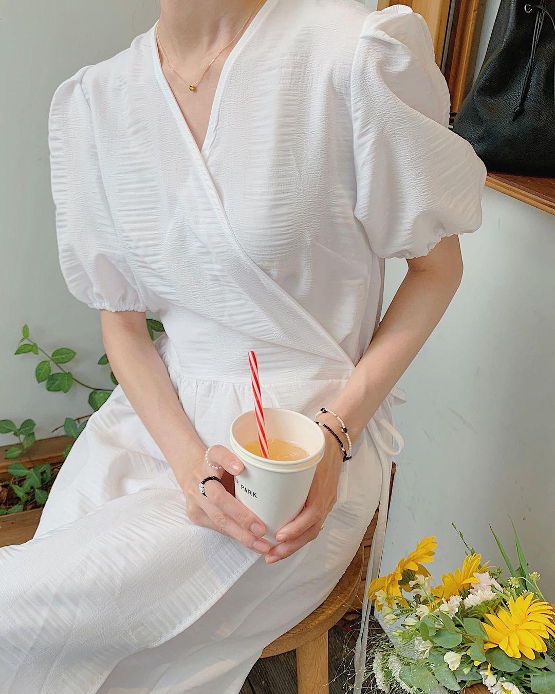 Hè đến là gái Hàn lại diện đủ kiểu váy trắng siêu trẻ xinh và tinh tế, xem mà muốn sắm cả 'lố' về nhà - Ảnh 1