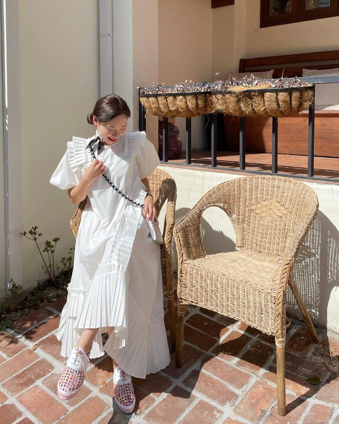 Hè đến là gái Hàn lại diện đủ kiểu váy trắng siêu trẻ xinh và tinh tế, xem mà muốn sắm cả 'lố' về nhà - Ảnh 12
