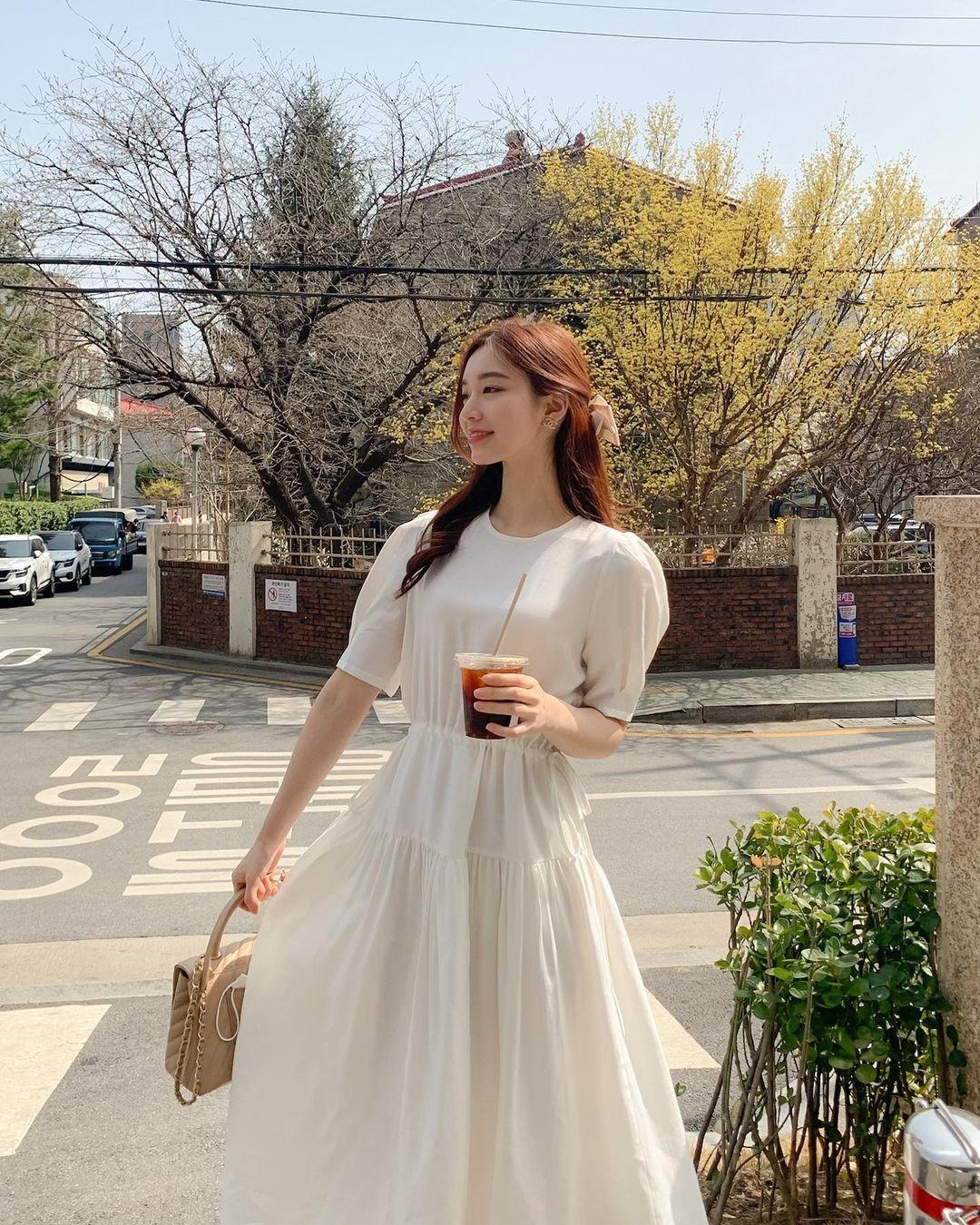 Hè đến là gái Hàn lại diện đủ kiểu váy trắng siêu trẻ xinh và tinh tế, xem mà muốn sắm cả 'lố' về nhà - Ảnh 14