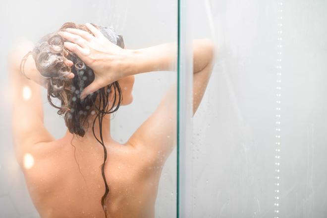 Tưởng vô hại nhưng đây là 5 thói quen khiến da khô khốc từng ngày mà bạn không hề biết - Ảnh 1