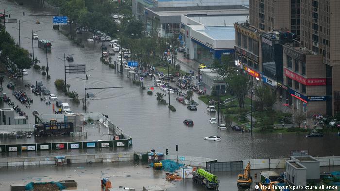Trận mưa lớn '5000 năm có 1' làm đường phố Trung Quốc ngập sâu, Thiếu Lâm Tự phải đóng cửa để bảo toàn hạ tầng - Ảnh 3