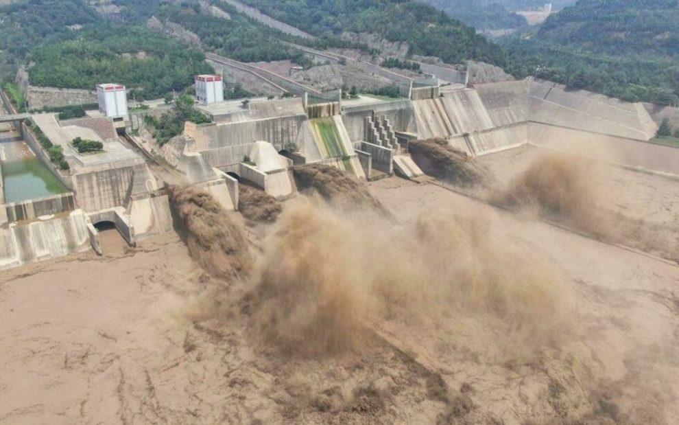 Trận mưa lớn '5000 năm có 1' làm đường phố Trung Quốc ngập sâu, Thiếu Lâm Tự phải đóng cửa để bảo toàn hạ tầng - Ảnh 5