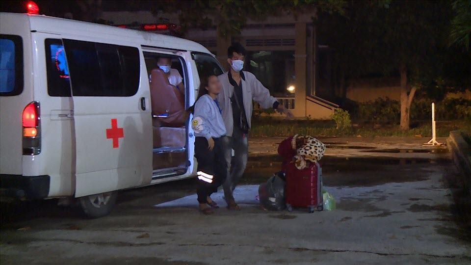 Con trai 5 tuổi đột ngột qua đời, mẹ trẻ đau đớn vượt 500 cây số về Gia Lai vái biệt con vỏn vẹn vài phút rồi đi cách ly - Ảnh 1