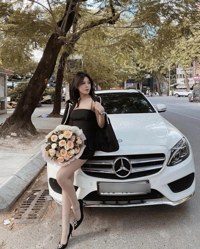 Ở tuổi 21, nàng hot girl 'xinh nhất Hà Nội' tự sắm ô tô tiền tỷ, cuộc sống sang chảnh 'hết nấc' - Ảnh 1