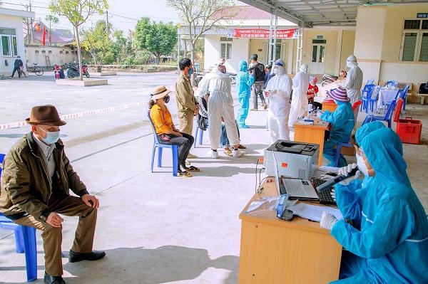 Thêm 2.967 ca COVID-19, Việt Nam vượt mốc hơn 71.000 bệnh nhân - Ảnh 1