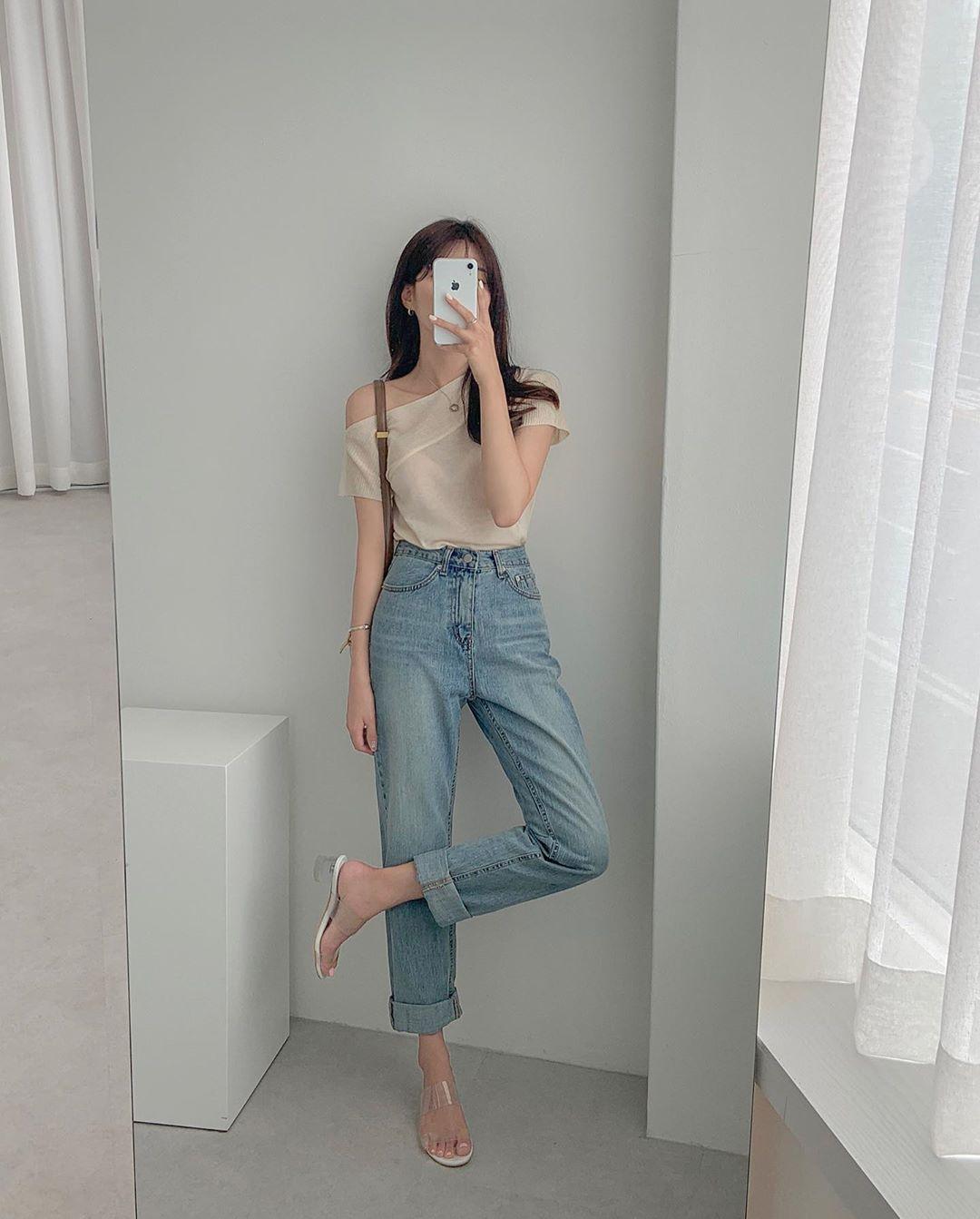 Mê quần jeans nhưng sợ phát ngốt vì nắng hè, chị em cứ nhắm trúng 4 kiểu dáng thoải mái sau mà diện - Ảnh 1