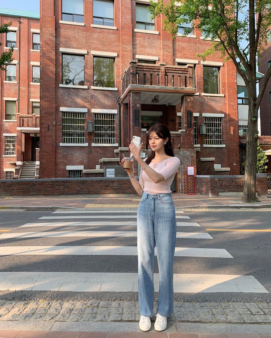 Mê quần jeans nhưng sợ phát ngốt vì nắng hè, chị em cứ nhắm trúng 4 kiểu dáng thoải mái sau mà diện - Ảnh 8