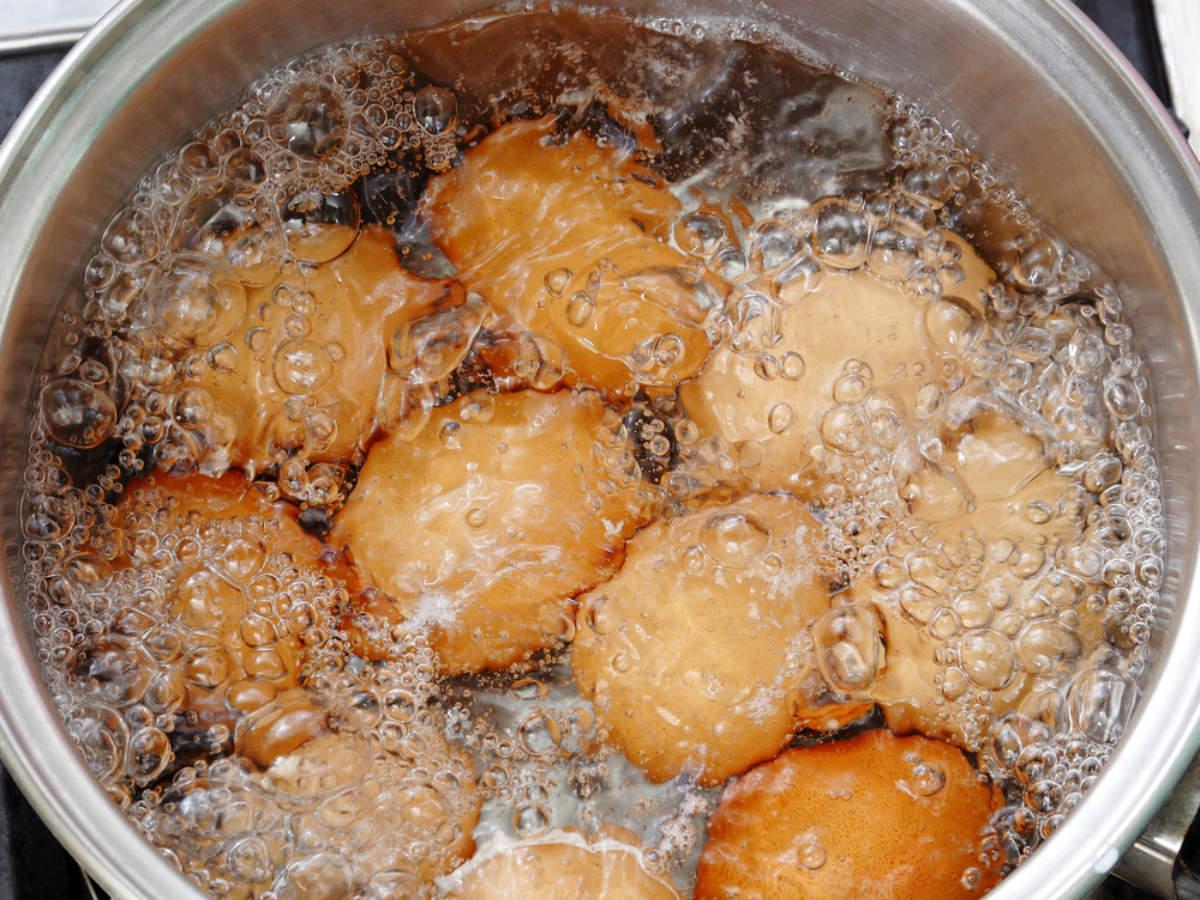 Người Việt cần từ bỏ thói quen ăn trứng luộc như thế này kẻo gây ngộ độc hoặc khiến món ăn mất sạch dinh dưỡng - Ảnh 1