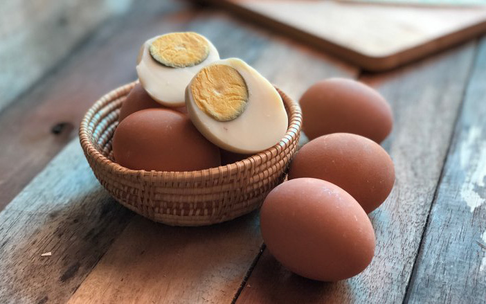 Người Việt cần từ bỏ thói quen ăn trứng luộc như thế này kẻo gây ngộ độc hoặc khiến món ăn mất sạch dinh dưỡng - Ảnh 5