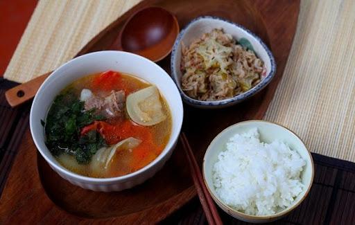 Người Việt không nên vừa ăn cơm vừa làm 4 việc này vì có thể làm hại dạ dày và rước thêm cả tá bệnh cho mình - Ảnh 2