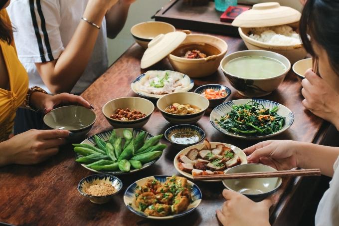 Người Việt không nên vừa ăn cơm vừa làm 4 việc này vì có thể làm hại dạ dày và rước thêm cả tá bệnh cho mình - Ảnh 3