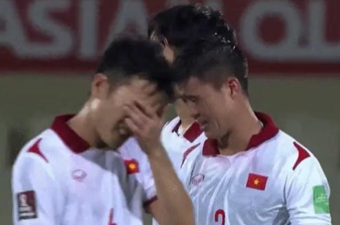 Nghiệt ngã những phút cuối: Lí do gì cầu thủ Việt Nam khóc nức nở khiến fan xót xa - Ảnh 3