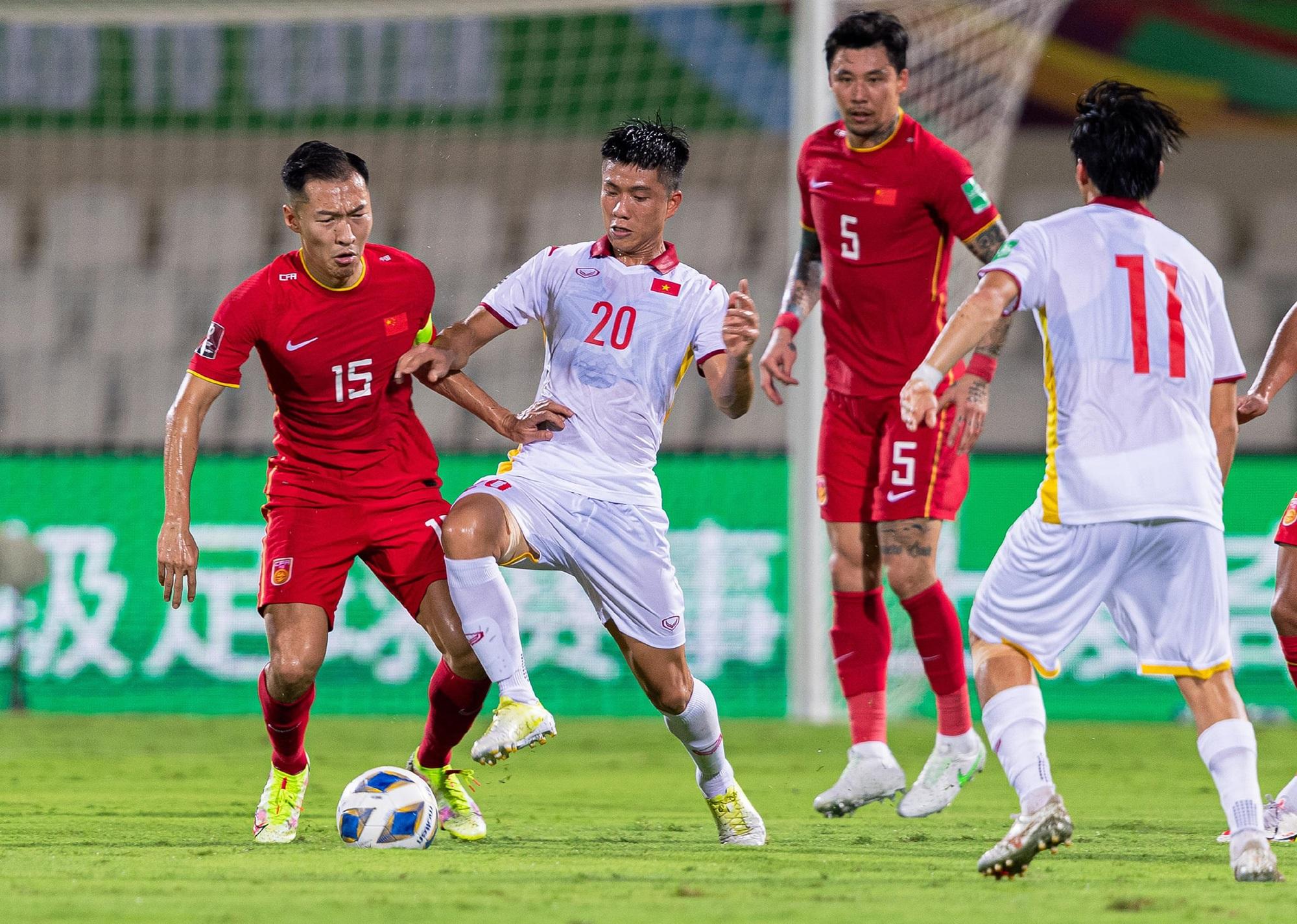 Sau trận thua với Trung Quốc, HLV Park xin nhận trách nhiệm thay cho các cầu thủ Việt Nam - Ảnh 1
