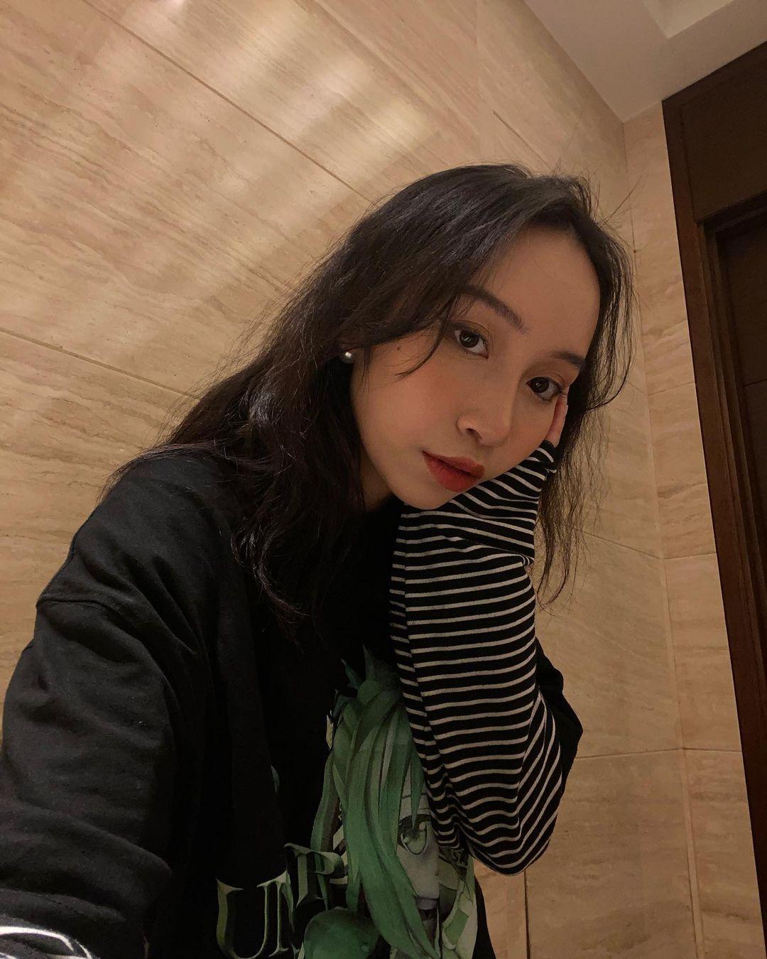 Thần thái của con gái Mỹ Linh quá xuất sắc: Để tóc nào cũng đẹp, kiểu khó nhằn đến mấy cũng cân được tuốt - Ảnh 4