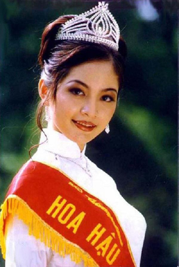 Việt Nam có một hoa hậu hai lần đăng quang, không chỉ xinh đẹp mà học vấn rất đỉnh, nhan sắc sau 25 năm vẫn gây thương nhớ - Ảnh 1