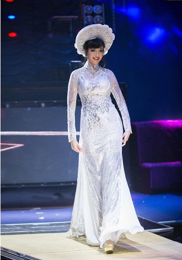 Việt Nam có một hoa hậu hai lần đăng quang, không chỉ xinh đẹp mà học vấn rất đỉnh, nhan sắc sau 25 năm vẫn gây thương nhớ - Ảnh 5