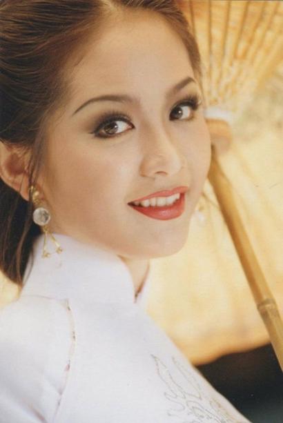 Việt Nam có một hoa hậu hai lần đăng quang, không chỉ xinh đẹp mà học vấn rất đỉnh, nhan sắc sau 25 năm vẫn gây thương nhớ - Ảnh 2