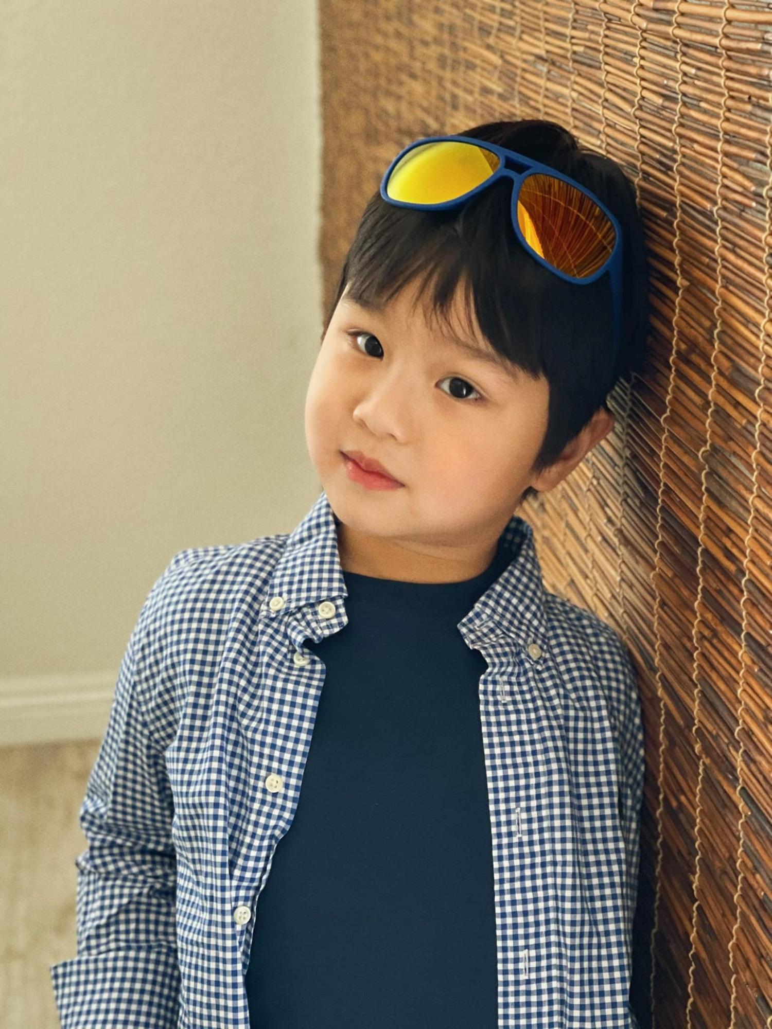 3 cặp song sinh rich kid đáng yêu nhất của các gia đình Việt, toàn 'nam thần nhí' khiến team bỉm sữa thích mê - Ảnh 5