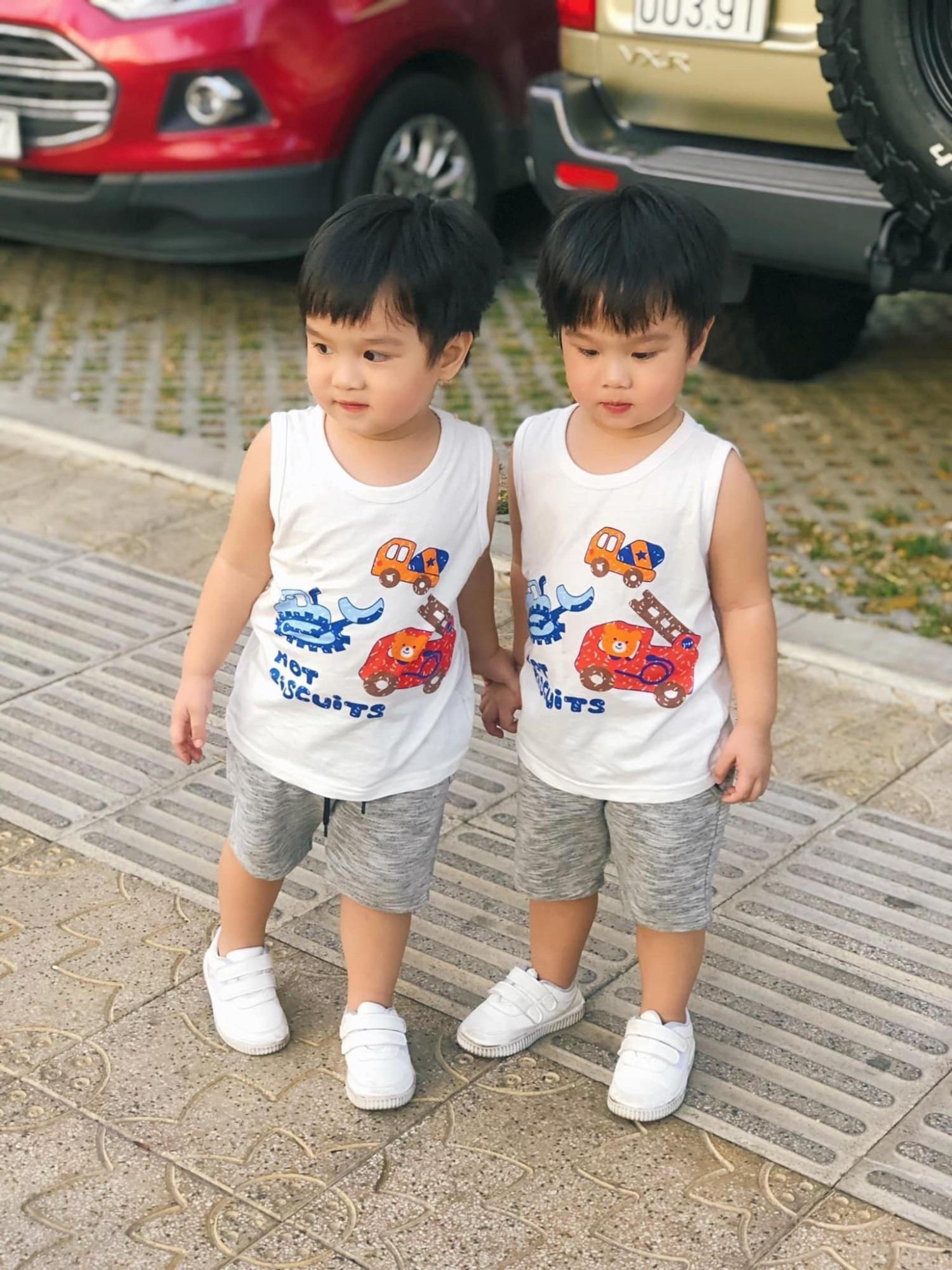 3 cặp song sinh rich kid đáng yêu nhất của các gia đình Việt, toàn 'nam thần nhí' khiến team bỉm sữa thích mê - Ảnh 9