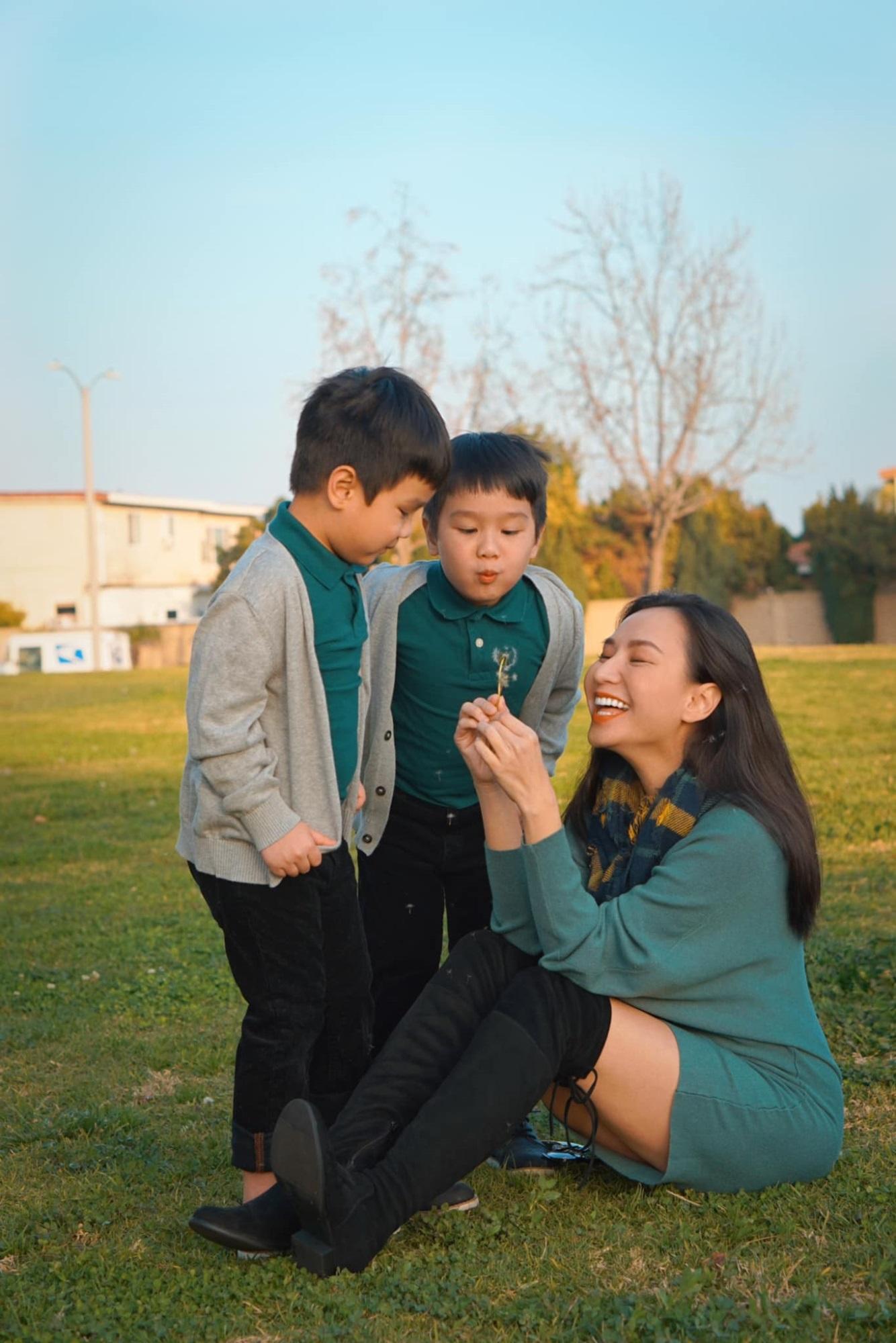 3 cặp song sinh rich kid đáng yêu nhất của các gia đình Việt, toàn 'nam thần nhí' khiến team bỉm sữa thích mê - Ảnh 12