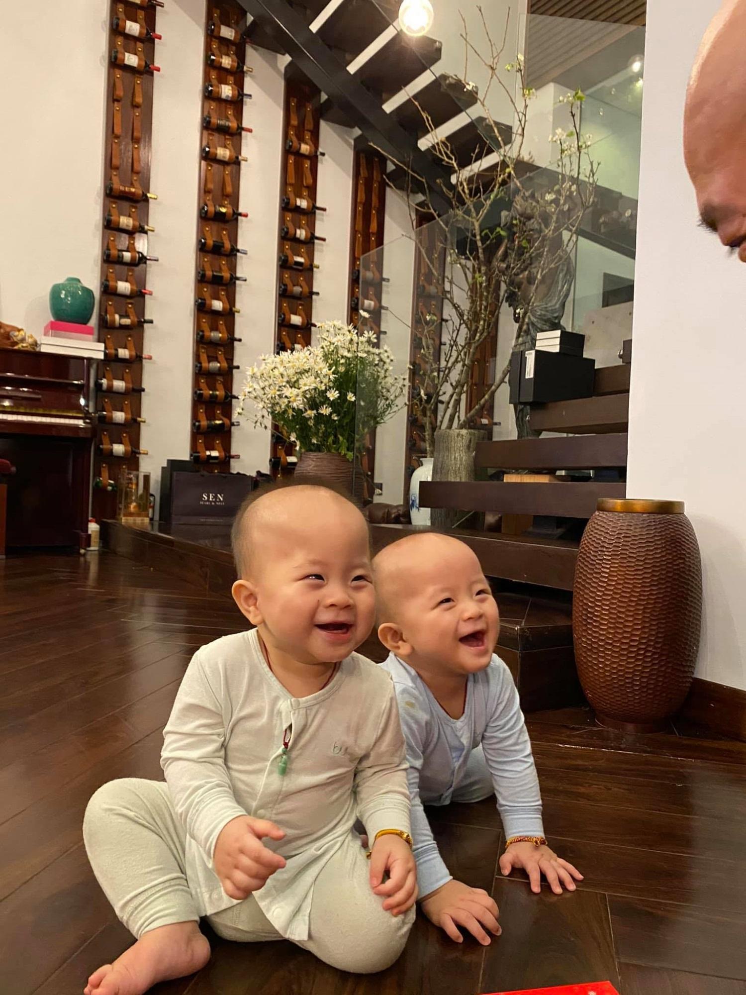 3 cặp song sinh rich kid đáng yêu nhất của các gia đình Việt, toàn 'nam thần nhí' khiến team bỉm sữa thích mê - Ảnh 24