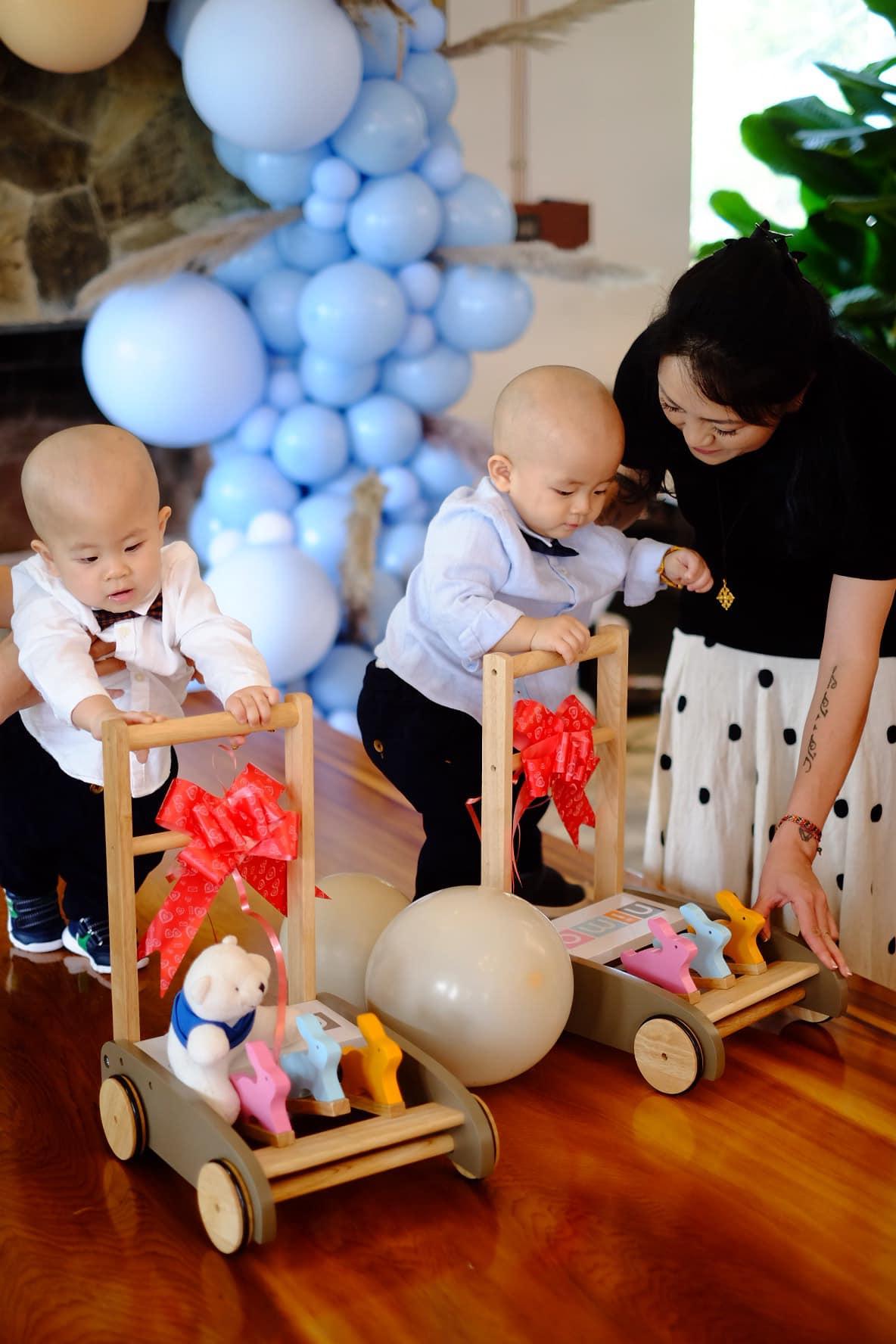 3 cặp song sinh rich kid đáng yêu nhất của các gia đình Việt, toàn 'nam thần nhí' khiến team bỉm sữa thích mê - Ảnh 21