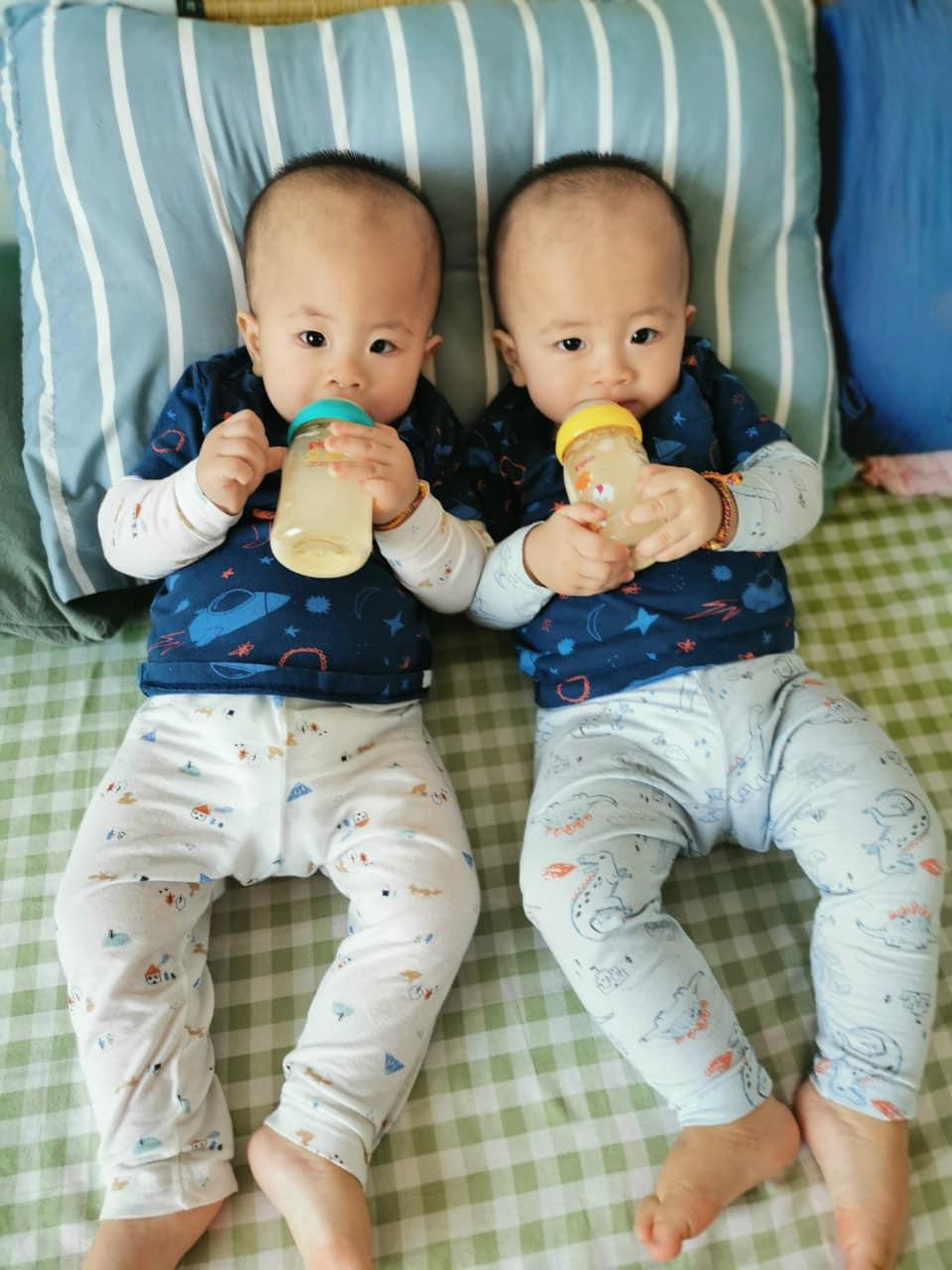 3 cặp song sinh rich kid đáng yêu nhất của các gia đình Việt, toàn 'nam thần nhí' khiến team bỉm sữa thích mê - Ảnh 22