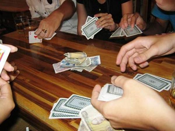 Hà Tĩnh: Bắt quả tang giáo viên, Chủ tịch HĐND xã đánh bạc