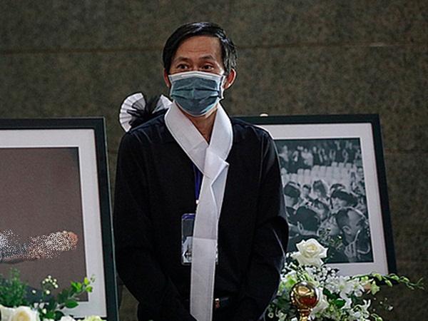 Danh Hài Hoài Linh nhận tin buồn người thân ra đi giữa mùa dịch