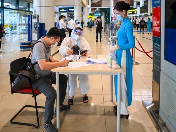 Hà Nội bỏ quy định cách ly tập trung với khách bay từ TP.HCM