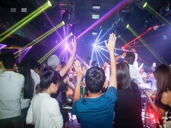 Hà Nội: Yêu cầu các quán karaoke, vũ trường đóng cửa từ 0h ngày 1/2/2021