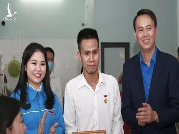 Thủ tướng Nguyễn Xuân Phúc gửi thư khen ngợi 'người hùng' cứu bé gái: 'Tôi rất xúc động...'