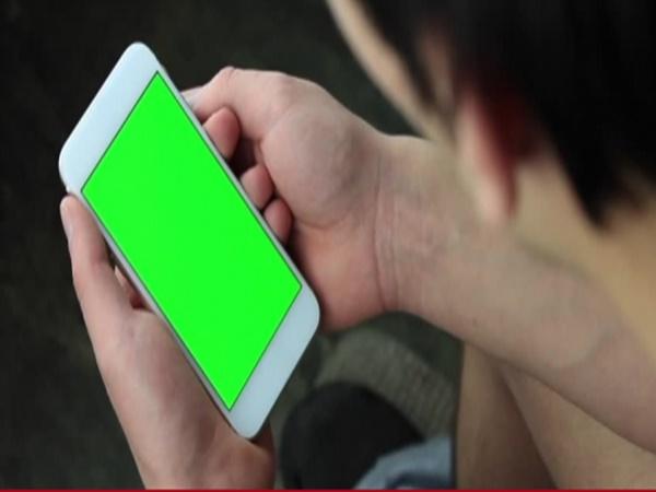 Sa trực tràng, mắc bệnh trĩ vì thói quen dùng điện thoại trong nhà vệ sinh