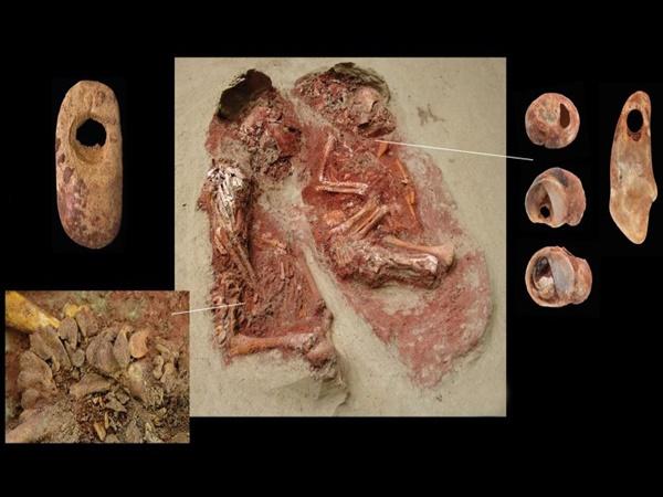 Qua hơn mười mấy nghìn năm, hài cốt hai đứa trẻ vẫn còn 'đỏ máu' và phát hiện bất ngờ của các nhà khảo cổ