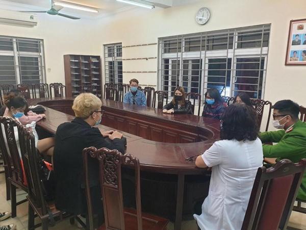 Hà Nội: 21 người không đeo khẩu trang khi uống cà phê bị phạt 42 triệu