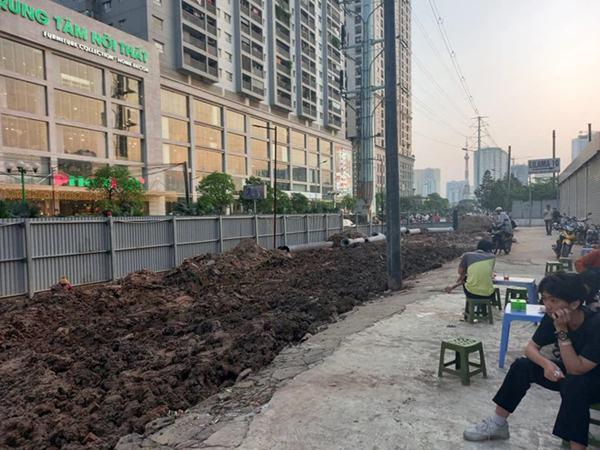 Hà Nội: Nam công nhân bị đất sạt lở đè trúng khi đào cống thoát nước