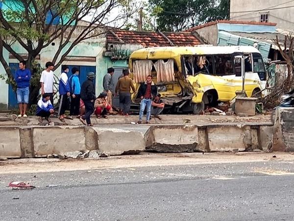 Quảng Bình: Ô tô đâm thẳng vào nhà dân trong vụ tai nạn liên hoàn