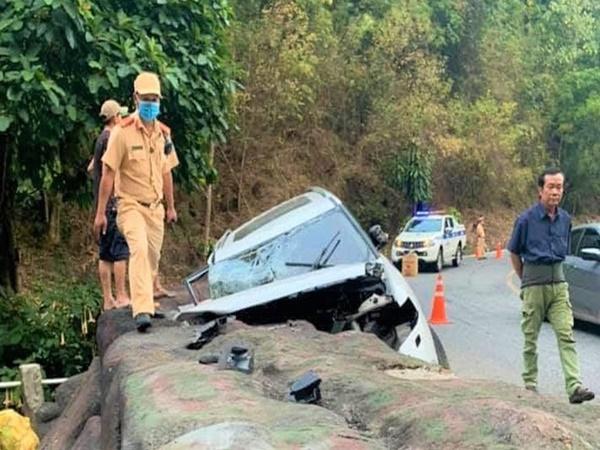 Lâm Đồng: Xe hơi 7 chỗ gặp tai nạn khi qua đèo, 1 cháu bé tử vong