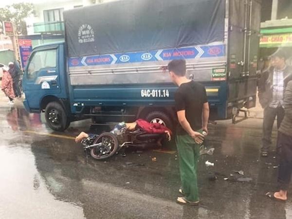 Nghệ An: Va chạm giữa xe tải và xe máy trước cổng bệnh viện làm 1 người tử vong