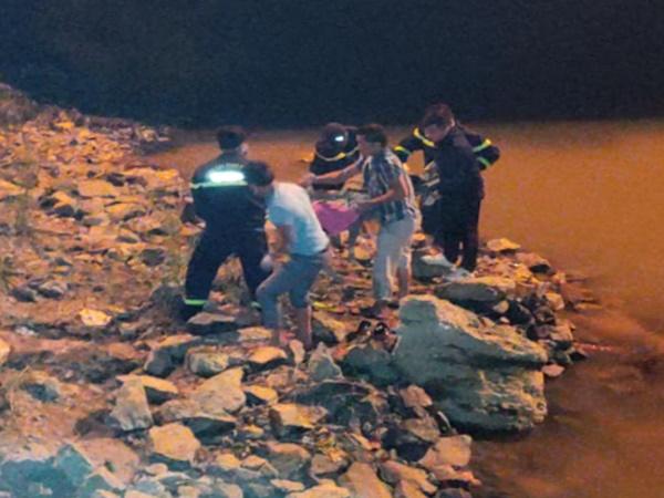 Đã tìm thấy thi thể thanh niên bỏ lại tiền, xe máy nghi nhảy cầu tự tử ở sông Lam