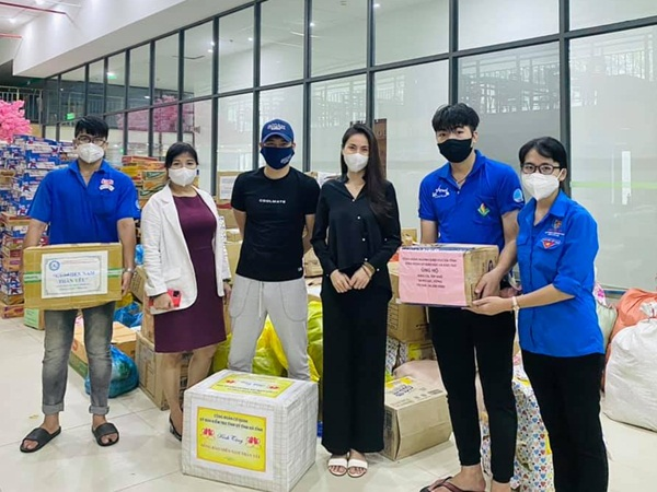 Vợ chồng Thủy Tiên lên tiếng về biến 'nhận vơ' 100 tấn lương thực giúp đỡ Sài Gòn: 'Mình cứ làm việc tốt, nhân quả sẽ tới'
