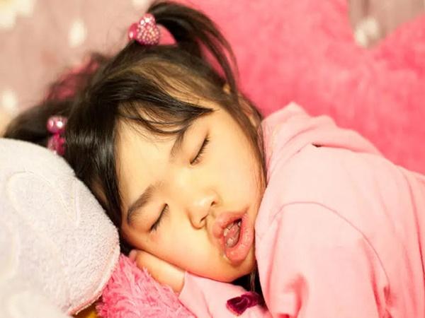 Đừng chủ quan khi thấy con há miệng trong lúc ngủ, bởi nó có thể khiến trẻ mắc phải vấn đề sức khỏe nghiêm trọng