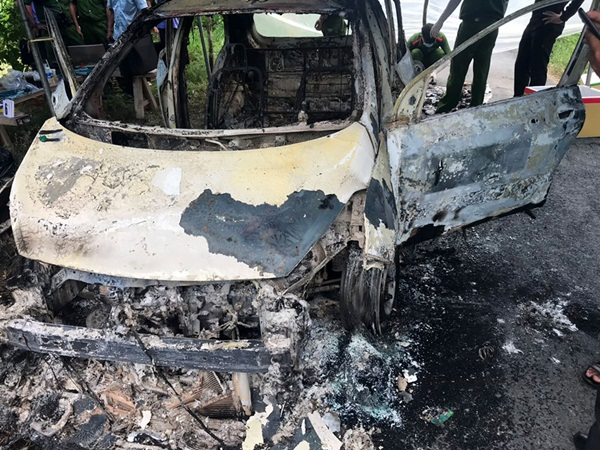 Vụ xe taxi cháy rụi trên đường: Một người tử vong bí ẩn ngay trên ghế lái, rạng sáng xe mất định vị