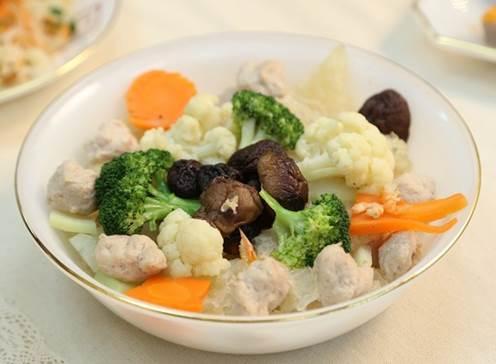Con ghét ăn rau thì mẹ hãy nấu ngay món canh bổ dưỡng này, đảm bảo ngon miệng không cần đút con cũng tự động ăn hết - Ảnh 1