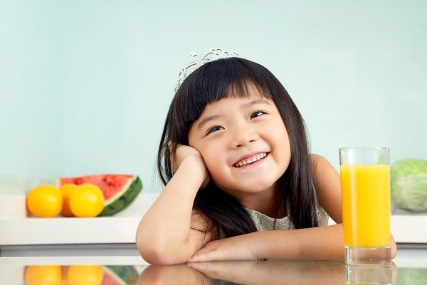 Nước cam rất tốt cho sức khỏe, nhưng mẹ cho con uống đúng 'giờ vàng' thì trẻ cao lớn lại tăng thêm sức đề kháng - Ảnh 1