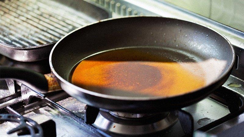 Những thói quen sử dụng dầu ăn dễ biến thành chất độc, sử dụng lâu ngày sẽ hủy hại gan và thận - Ảnh 1