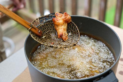Những thói quen sử dụng dầu ăn dễ biến thành chất độc, sử dụng lâu ngày sẽ hủy hại gan và thận - Ảnh 2