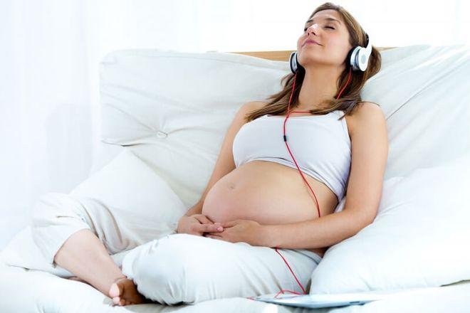 3 thói quen cực tốt của mẹ bầu giúp con thông minh khỏe mạnh ngay khi còn trong bụng mẹ - Ảnh 1
