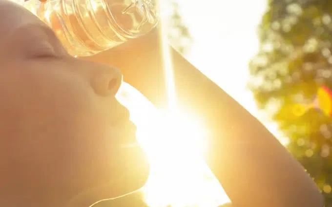 Nằm lòng cách sơ cứu khi bị say nắng và sốc nhiệt, hữu ích mà chẳng bao giờ thừa - Ảnh 1